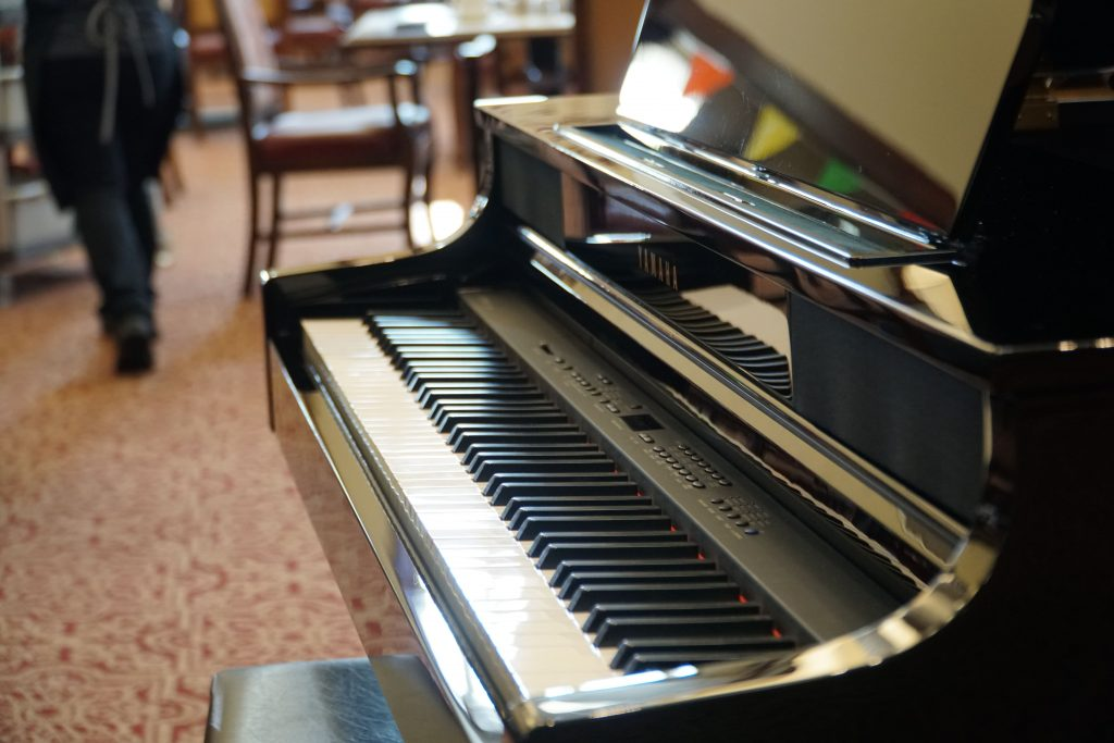 How To Get Gigs As A Solo Piano Player