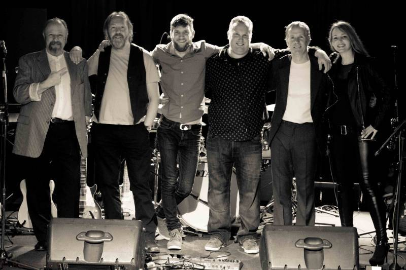 Dire Straits Tribute Band Uk Based Tribute Band