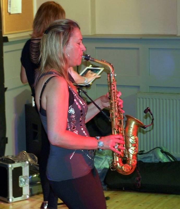 Smooth Wedding Sax Pro Female Player Photo 7