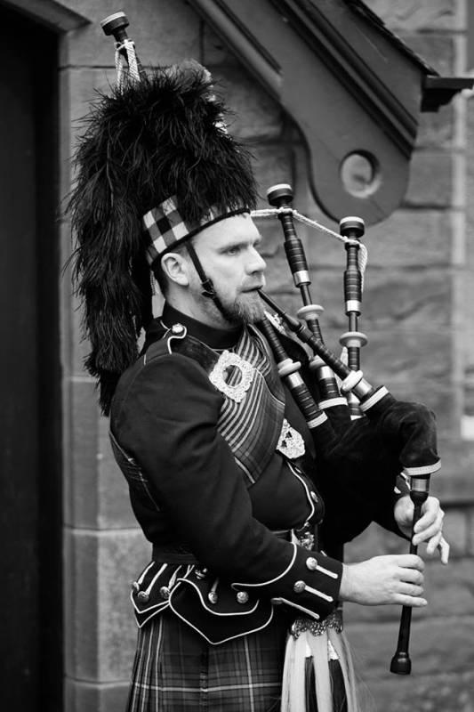 Ed Arnold - A Scottish Bagpiper For Hire   Last Minute Musicians