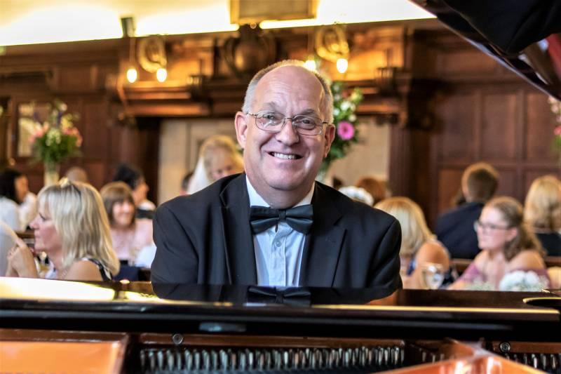 Mark Burton - Wedding Organist / Pianist | Last Minute Musicians